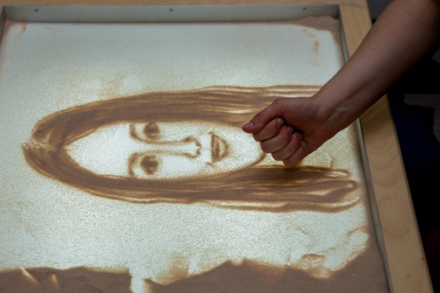 делать рисунки из песка адмирала невельского